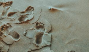 Pieds dans le sable